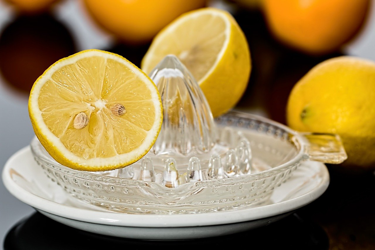 """How much juice is in one lemon? The most frequent """"lemon"""" questions answered!"""