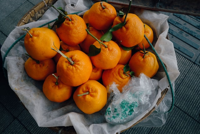 How do you pick the best oranges for juicing?
